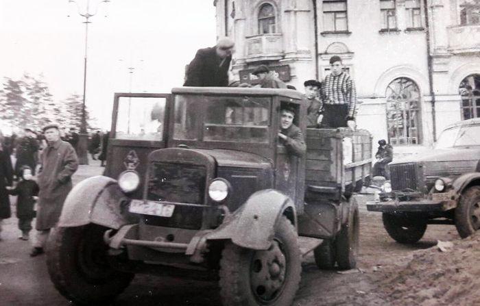 Дом №34 по Советской. Фото сделано в 1960-х со стороны улицы Удмуртской. Фото: из архива Виктора Михайловича Степанова.