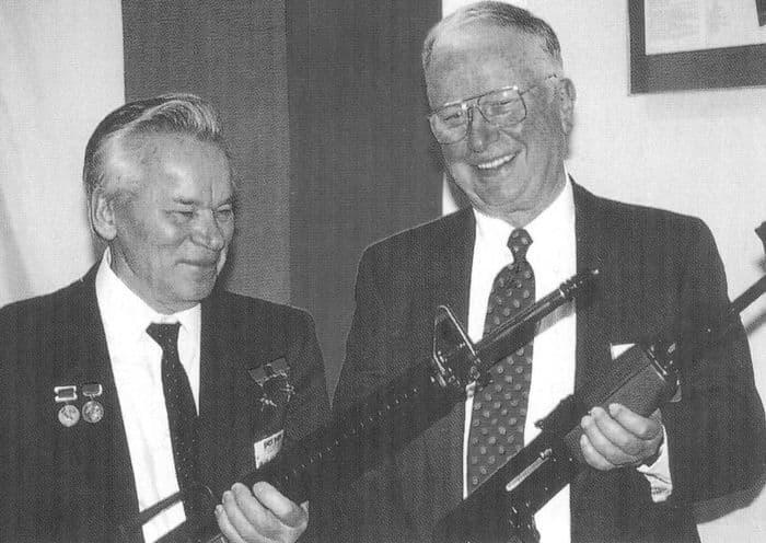 М.Т.Калашников с Юджином Стоунером - конструктором американской винтовки М-16.