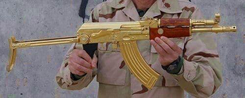 У бывшего президента Ирака Саддама Хусейна был позолоченный АК.