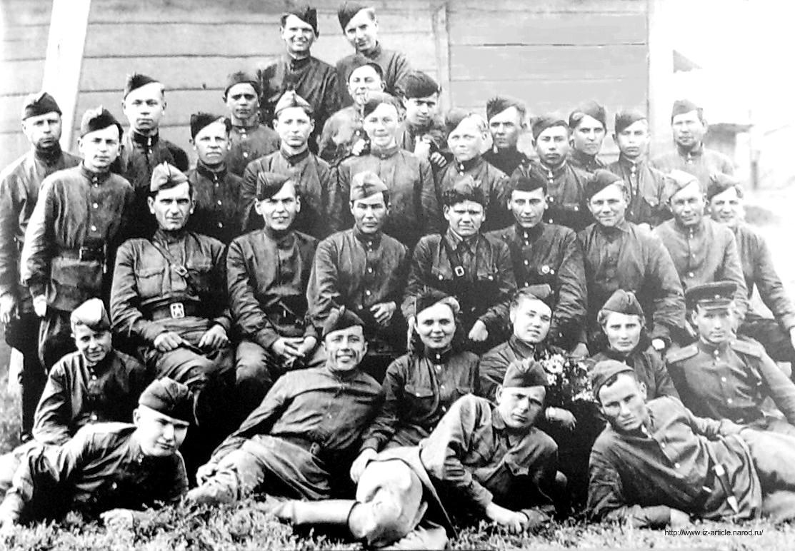 Партизанский отряд им.Комсомола Удмуртии перед отправлением из Ижевска 26 августа 1943 года. ВОВ.