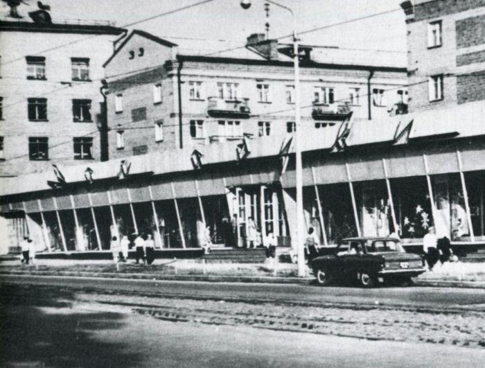Магазин «Дом обуви». Фото: П. Катаев, 1966 г. Ижевск.