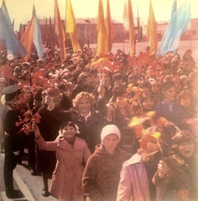Первомайская демонстрация в Ижевске. 1981 год.