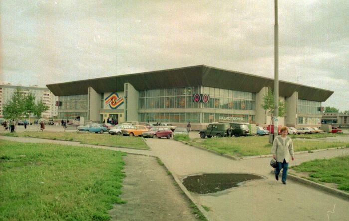 Торговый центр Радиотехника, фото 1990-х годов. Ул. Ленина, 140 Ижевск.