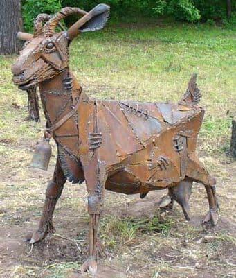 Памятник козе в Ижевске. Парк Березовая роща.