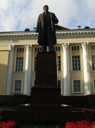 Памятник Ленину в Ижевске