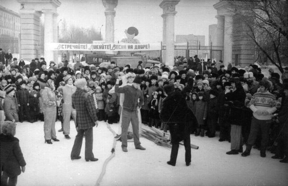 Проводы зимы в Парке Кирова, 1985 год Фото ЦГА УР.