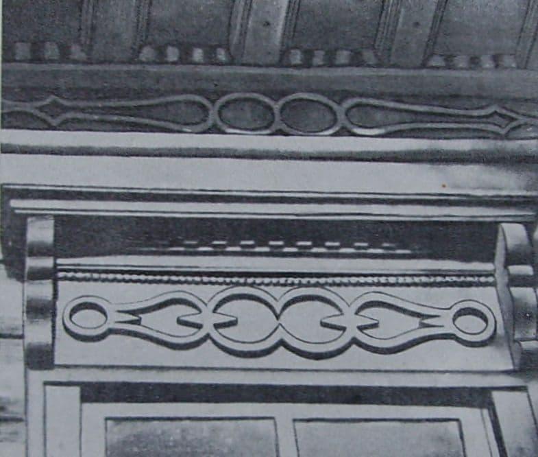 Излюбленным орнаментом у ижевских мастеровых были стилизованные клещи. Наличник и карниз дома на ул. В.Сивкова.