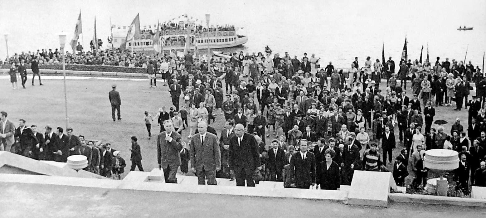Открытие монумента Навеки с Россией 1972 год. Катер, причал Ижевского пруда.