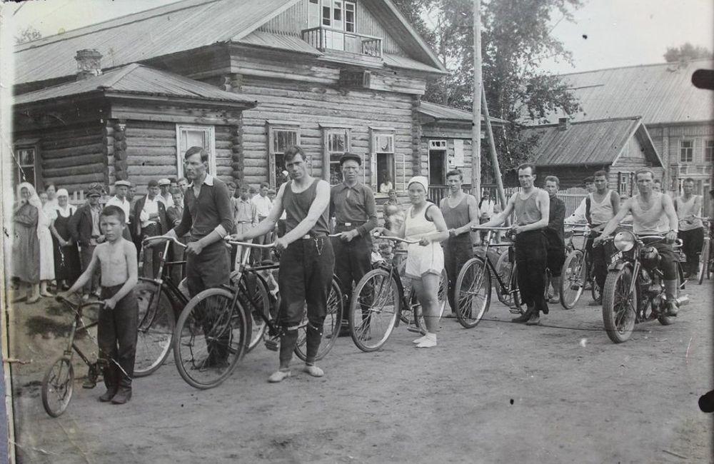 Веломотопробег, 1940 г. Архив Р. Караваева. Глазов.