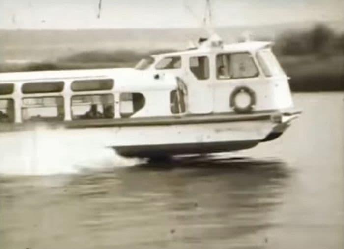 Теплоход Заря-65 на ижевском пруду, середина 1980-х.