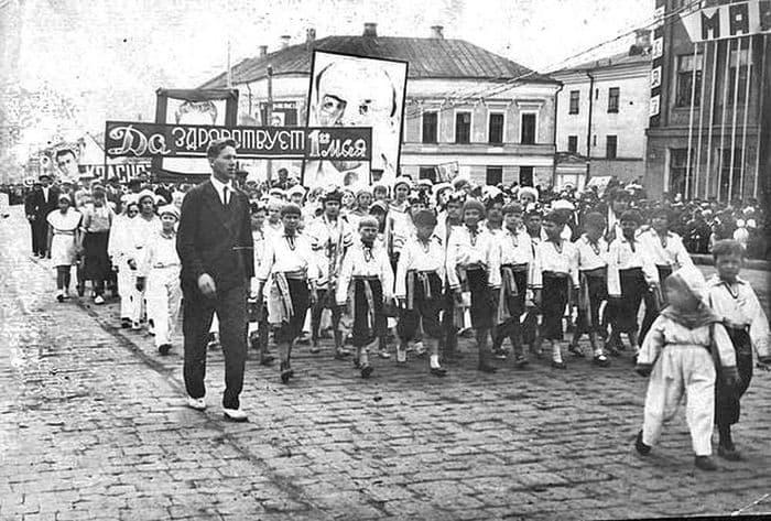 Празднование 1-го мая 1932 года.