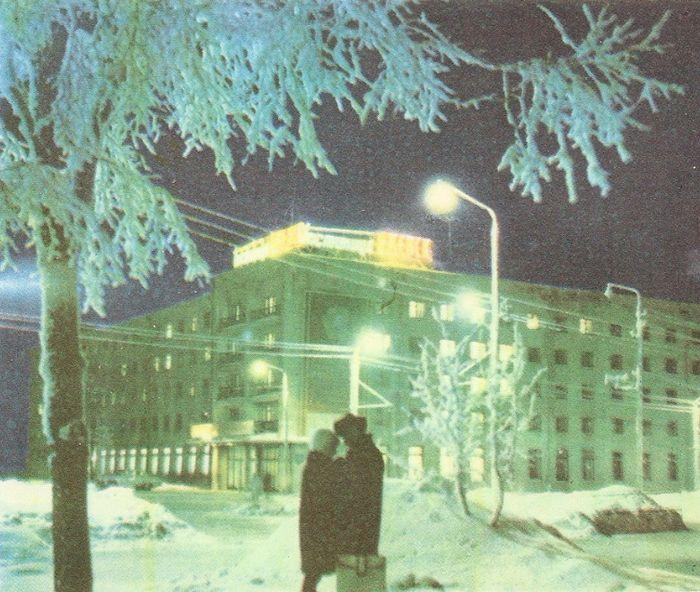 Встреча на Центральной площади, 1981 год. Гостиница Центральная.  Фотоальбом - Ижевск, Куликов К.