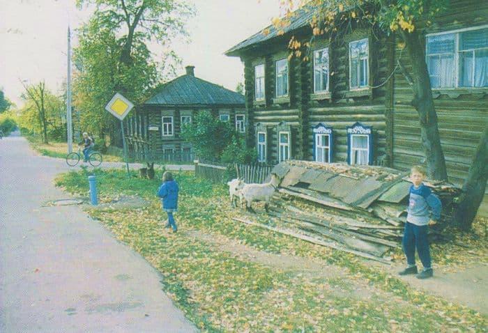 Улица Милиционная. Фото: Аксёнов Е.Н. из фотоальбома - Ижевск. На рубеже веков, 2003 год.