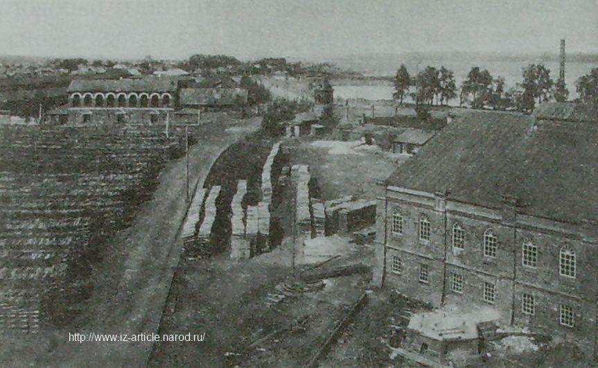 Вид Воткинского завода с производственными корпусами. 1900-е г.