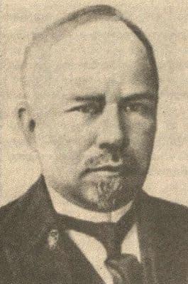 ПАРИН Василий Николаевич - выдающийся российский хирург, родился в селе Сюмси в 1877 году.