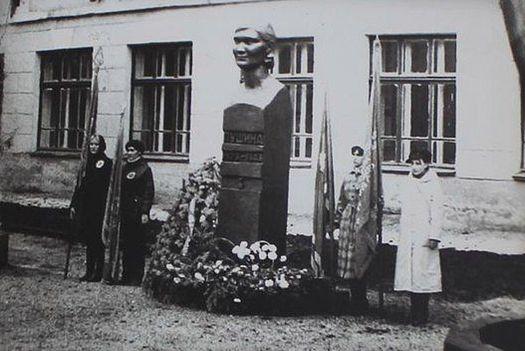 Памятник Федоре Пушиной