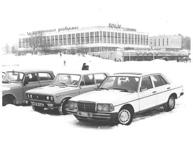 ЦУМ. Центральная площадь. 1990 год. Ижевск.