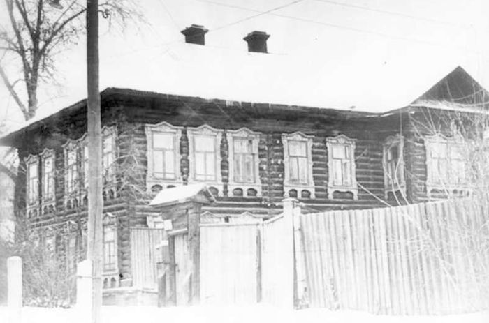 Бывший дом подрядчика Колчина по ул. Свободы (напротив цирка). Фото: ЦДНИ УР. Ижевск.