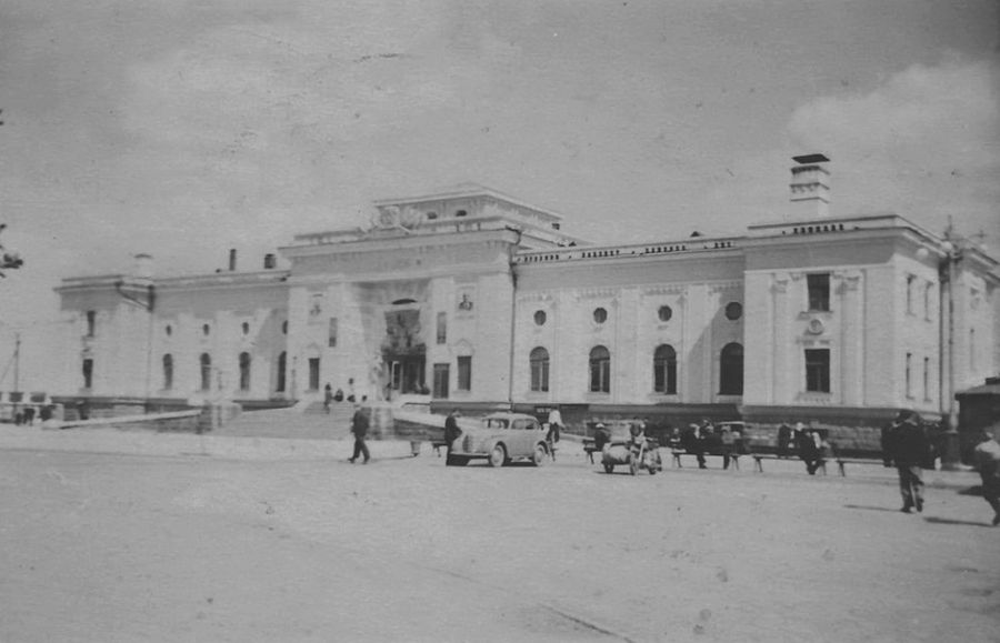 Привокзальная площадь. Ижевский Железнодорожный вокзал.