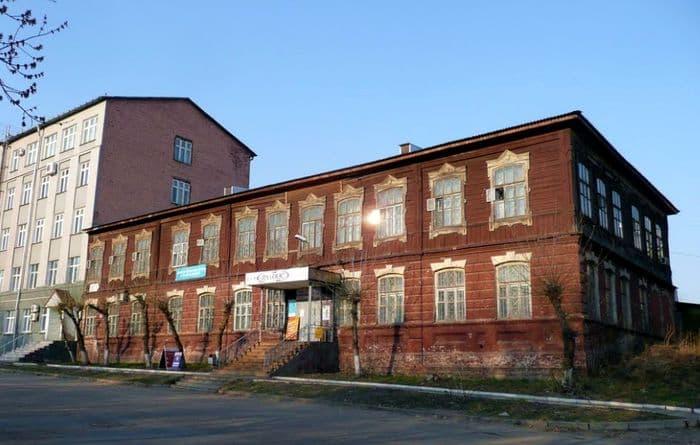 Бывшая женская гимназия. Ижевск. 2019 г. ДВА.