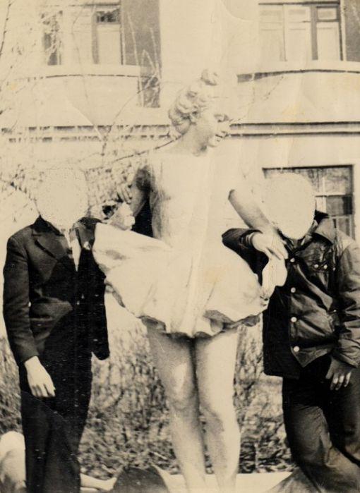 Фонтан Дюймовочка – девочки-балерины в распустившемся цветке у дома на ул. Советская 21. Фото 1977 год. Ижевск.