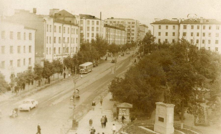 Советская улица, 1968г. Автор: А.Н.Помосов. Ижевск.