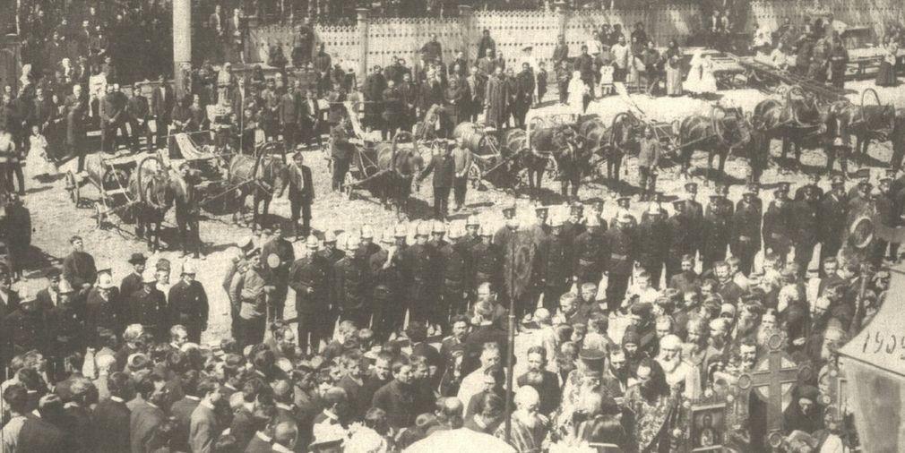 Освящение пожарной дружины перед Александро-Невским собором, 1909 год. Ижевск.