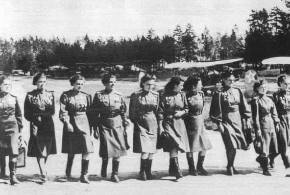 Летчицы 46 гв. бомбардировочного полка.