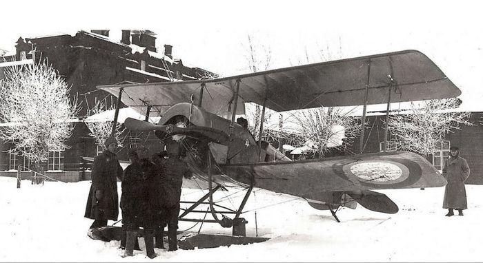 Самолеты в Сарапуле. Аэродром у ликеро-водочного завода. 1919-1922 г. Самолёт С-16з