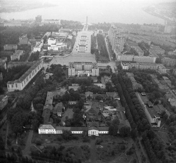 Эспланада ,Арсенал, Дом Правительства, Центральная площадь Ижевска, улицы Лихвинцева и Наговицына.