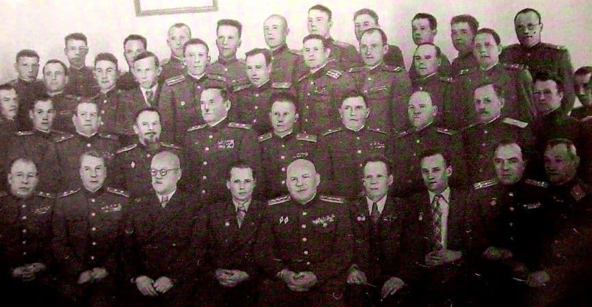 Высших офицерских курсов - Выстрел. В центре Калашников М. 1952 год.