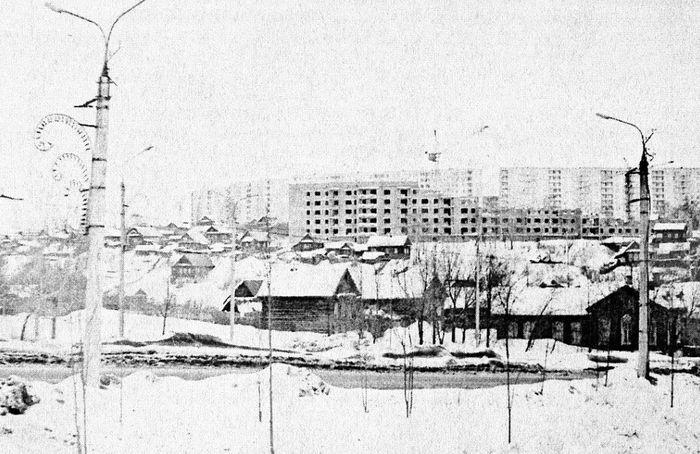 Улица Кирова Троллейбусная линия. Январь 1976 г. Ижевск.