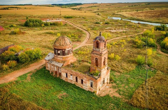 Покровская церковь. Село Выезд. Фото 2018 года.