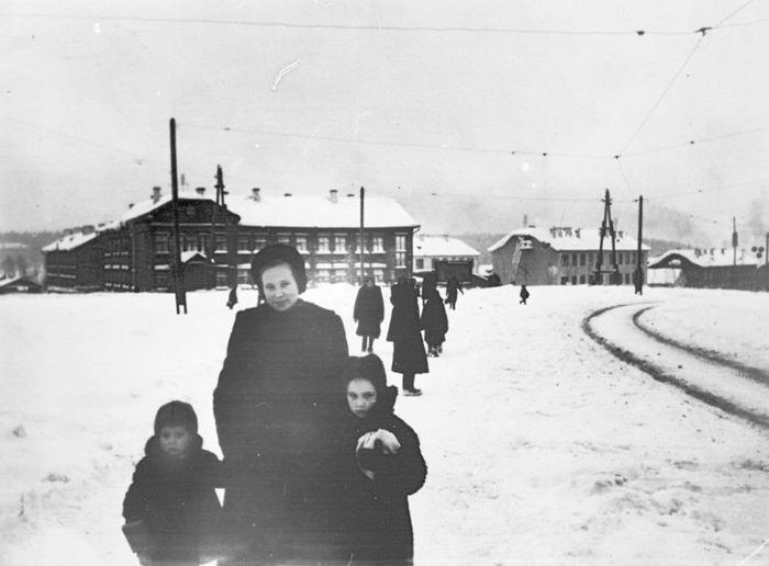 Поворот с улицы Труда (Ленина) на улицу Орджоникидзе. 1960 г. Фото из коллекции С.Жилина. Ижевск.