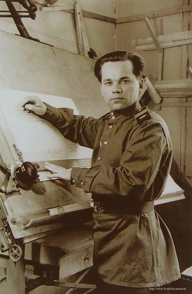 Лауреат Сталинской премии старший сержант М.Т.Калашников. Фото Редкина. 1949 г.