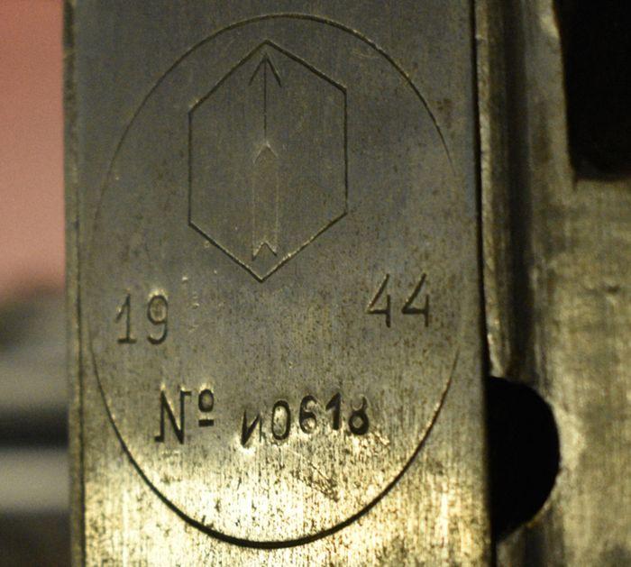 Клеймо «Ижевский мотозавод», 1944 г. Стоит на станковом пулемете системы Максима. Из коллекции: музея «Ижмаша».