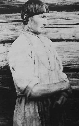 Женская прическа - чузырет. 1907 г. Фото удмуртов.