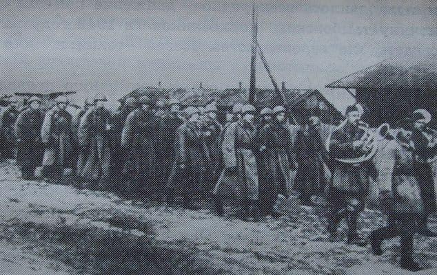 Фото войны. Артдивизион имени Комсомола Удмуртии отправляется на фронт. 1942 г.