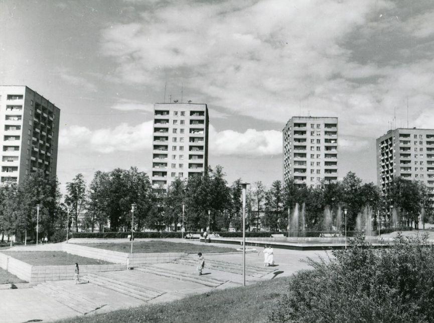 Центральная площадь. Фото: 1977 год. Ижевск.