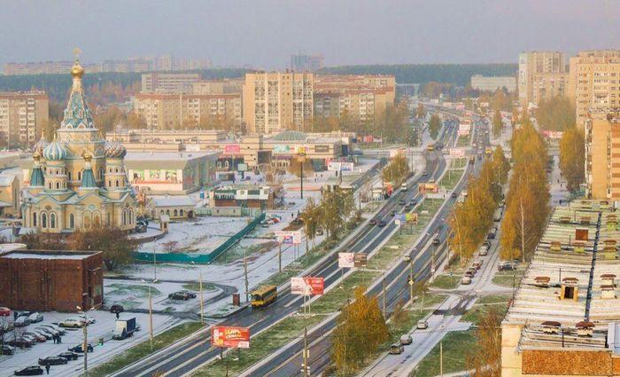"""Улица Ленина, Иверская церковь, ТЦ """"Радуга"""" - бывший ТЦ """"Радиотехника"""".  Ижевск."""