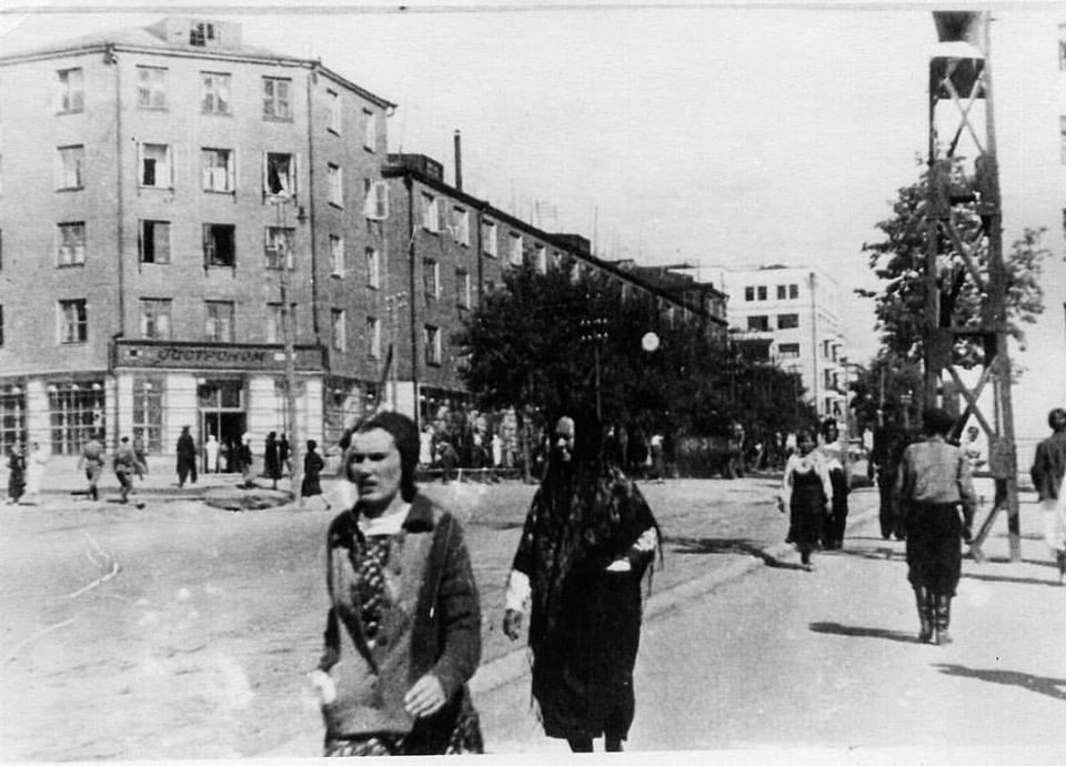 Первый гастроном в Ижевске на улице Советской, занимал почти весь первый этаж дома Карла Маркса 177. Фото 1937 г.