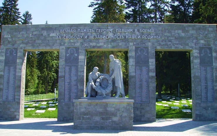 Мемориал захоронения воинов, скончавшихся в Ижевских госпиталях годы Великой Отечественной войны, Северное кладбище, 1941-1945 гг. Установлен в 1958 г. Реконструирован в 2015 г.