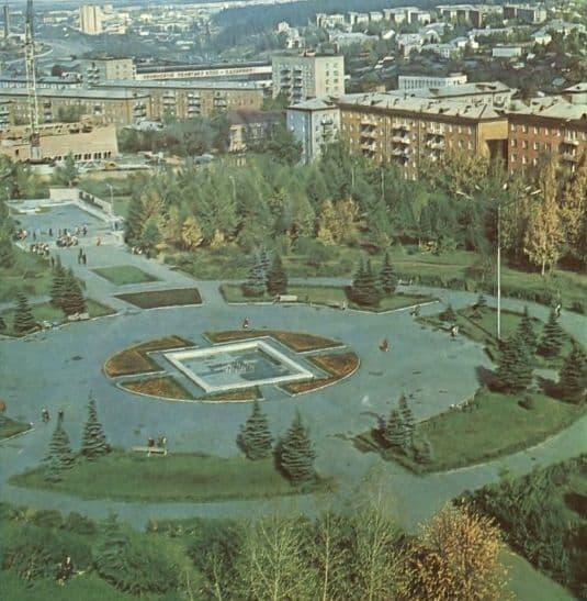 Площадь имени 50-летия Октября. Фото: из альбома Ижевск, 1981 г.