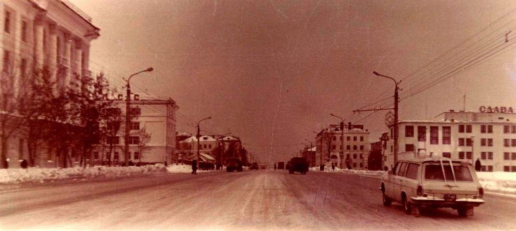 Улица Удмуртская. УдГУ. Ижевск.
