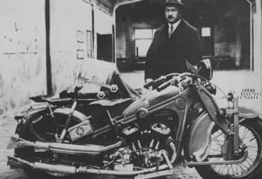 Можаров Петр Владимирович у мотоцикла ИЖ-1