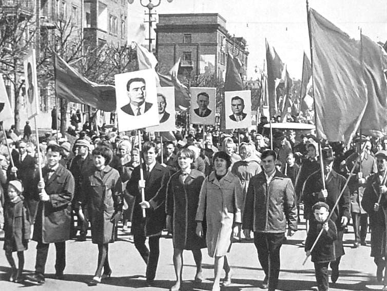 Первомайская демонстрация трудящихся г. Ижевск. 1968 г.