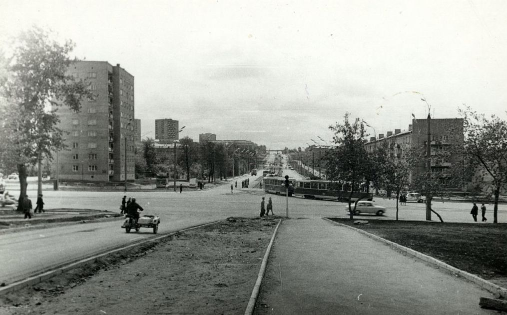 Перекресток улиц К.Маркса и Кирова. 1980-е гг. Фото Ю.Г. Ожигова.