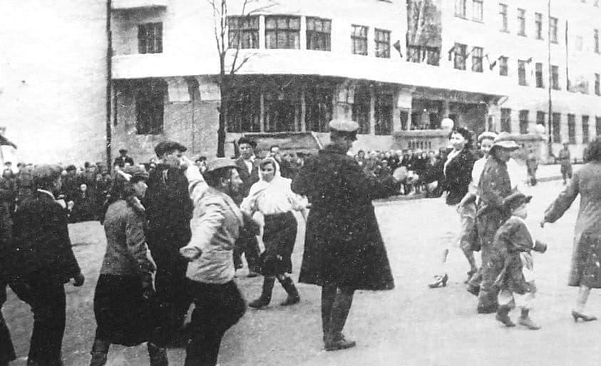 День Победы в Ижевске на площади Пастухова 9 мая 1945 г.