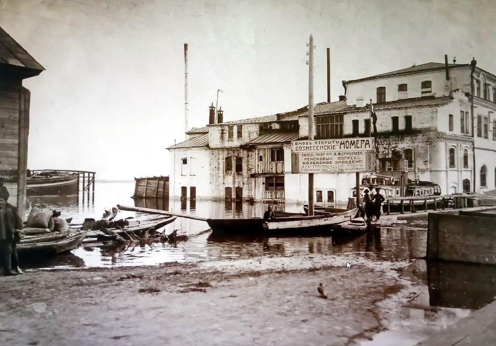 Сарапул. Дом Воронцова. Половодье на Каме. Улица Богоявленская. До 1917 г.