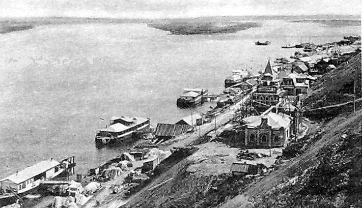 Вид на водокачку и сарапульские пристани. Начало XX века.